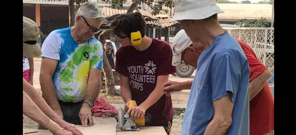 Nicaragua - building book cases (2017)